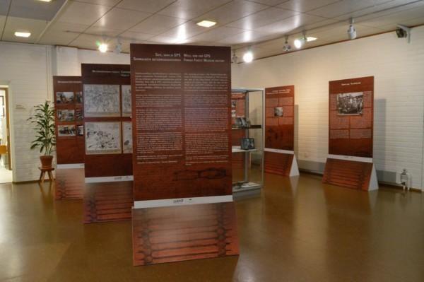 Suomalaista metsämuseohistoriaa kuva 3-Katri Tolonen-Susi, saha ja GPS